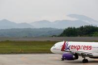 山並みと雲 - 南の島の飛行機日記