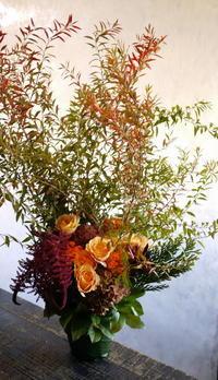 居酒屋さんの33周年にアレンジメント。南5西2にお届け。2018/10/19。 - 札幌 花屋 meLL flowers