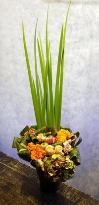 バーの16周年にアレンジメント。大通西22にお届け。2018/10/19。 - 札幌 花屋 meLL flowers