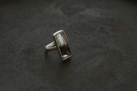 針水晶リング(長方形) - 石と銀の装身具