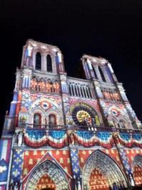 夜のノートルダム大聖堂のプロジェクションマッピングとか - すきっぷすきっぷらんらんらん