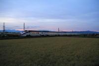 その者紫の衣をまといて金色の野に降り立つべし① - 新幹線の写真