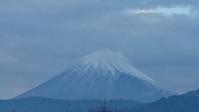 10月23日、夕暮れ時の我が家の駐車場から見た富士山です。 -   心満たされる生活