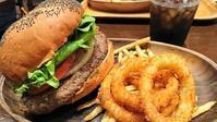 お腹いっぱいになる、KUA'AINA(クアアイナ)のハンバーガー@丸ビル - カステラさん