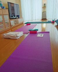 今日は自宅でのヨガ... - emi yoga (エミ ヨガ)始めます(^-^)