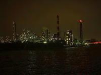 工場夜景煙突 - 風の香に誘われて 風景のふぉと缶