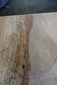 ギターの木取り - SOLiD「無垢材セレクトカタログ」/  材木店・製材所:新発田屋(しばたや)
