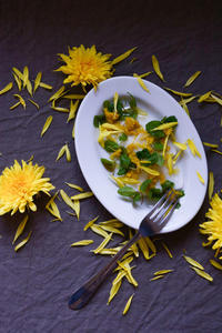 【蕪と菊花とミントのサラダ】花・日本酒・食養を楽しむ「花味会」ランチプレートセットメニュー - Camphortreeの日常