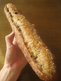 黒千石塩バターバゲット - slow life,bread life