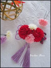七五三髪飾り赤いマム - Bonbon Fleur ~ Jours heureux  コサージュ&和装髪飾りボンボン・フルール