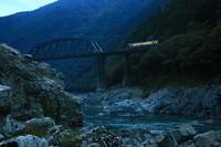 渓谷の朝 - ゆる鉄旅情