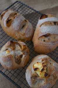 秋が気分♪のレーズン酵母パン - launa パンとお菓子と日々のこと