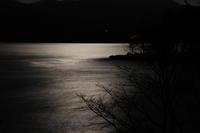 月光映す赤城山大沼 (撮影日:2018/10/25) - toshiさんのお気楽ブログ