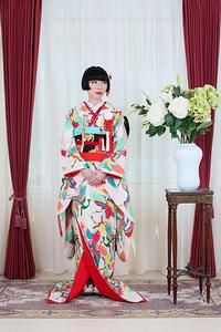 鶴の引振袖、幸せの柄 - それいゆのおしゃれ着物レンタル