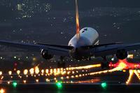 夜の空港は光のお花畑 - スポック艦長のPhoto Diary