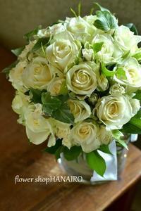 白バラ2種類を使ったウェディングブーケ。 - 花色~あなたの好きなお花屋さんになりたい~