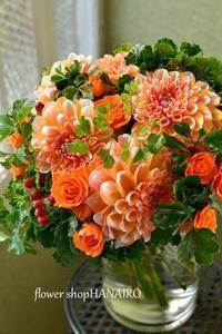 ダリア「ピーチインシーズン」を使った発表会で先生に贈る花束。 - 花色~あなたの好きなお花屋さんになりたい~