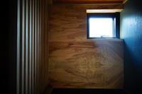 内装:竪格子、挽き板 - SOLiD「無垢材セレクトカタログ」/ 材木店・製材所 新発田屋(シバタヤ)