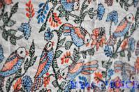インド・カンタ刺繍の鳥の布・味わいを増していく者たち - 時を刻む革小物 Many CHOICE~ 使い手と共に生きるタンニン鞣しの革