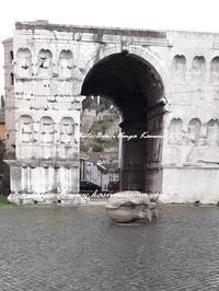 """""""悪天候!大荒れのローマ「フェンディのサイ」倒れる!(愚) - 「ROMA」在旅写ライターKasumiの最新!イタリア&ローマあれこれ♪"""