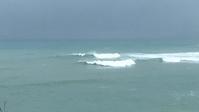 台湾佳楽水 今日の波 腰〜胸サイズ 雨サイドオン - 台湾サーフィン 佳楽水は今日もいい波    佳楽水好浪!