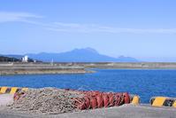 とある漁港にて。 - 青い海と空を追いかけて。