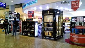 モルディブの国際空港 ヴェラナ国際空港の免税店 -