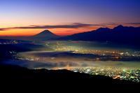 絶景!雲海に煙ぶる諏訪湖の街の灯と富士山のシルエット♪・・・2018秋の高ボッチ高原行(2) - 『私のデジタル写真眼』