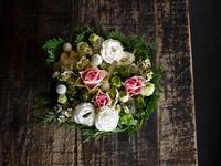 お誕生日にケーキタイプアレンジメント(タルト型アレンジメント)。南6西3にお届け。2018/11/02。 - 札幌 花屋 meLL flowers