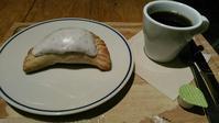 The Pie Hole L.A.(ザ パイ ホール ロサンゼルス)『ストロベリー&ラベンダーハンドパイ』 - My favorite things