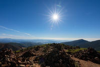 地平の彼方に輝く海、空と風とエメラルドの夏「蔵王山」 - Full of LIFE
