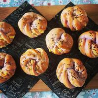 紫スイートポテトブレッド&ククちゃん - カフェ気分なパン教室  ローズのマリ