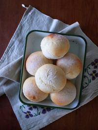 シンプルな丸パン - パンとお菓子