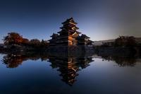 第880回  松本城リフレクション - 湘南群青 -The sunset  blue -