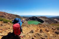 地平の彼方に輝く海、空と風とエメラルドの夏「蔵王山」御釜へ - Full of LIFE