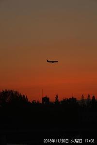 伊丹空港に向かう飛行機と飛行機雲。 - 写真と画像 Illustrator&Photoshopで楽しんでます! ネイル画像!