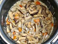 茸と鶏の炊き込みご飯 - 日だまりカフェ