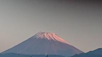 11月8日、1週間ぶりに姿を見せた我が家の駐車場から見た富士山です。 -   心満たされる生活