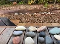 【海で拾った石】石のある庭 - azukki的.