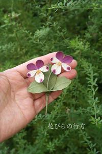 布花ビオラの小さなブローチ3種~今日は外で撮った写真です - 布の花~花びらの行方 Ⅱ