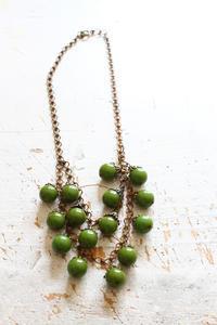 グリーンのコロコロパーツのベークライトネックレス - フェルタート(R)・オフフープ(R)立体刺繍作家PieniSieniのブログ