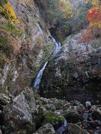 無名の大滝を越えて踏む無名ピーク…奥美濃・高地谷支流白倉谷 - 山にでかける日