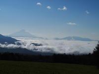 甲府盆地を覆い尽くす雲海 - 八ヶ岳 革 ときどき くるみ