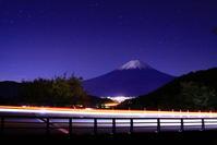 30年11月の富士(1)御坂路の夜の富士 - 富士への散歩道 ~撮影記~