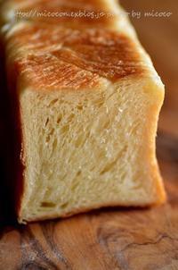 デニッシュミニ食パンと無花果 - 森の中でパンを楽しむ
