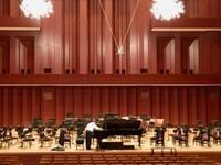 本番前のステージ - スタインウェイピアノ福岡県正規ディーラーのブログ
