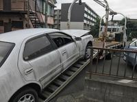 金沢区からレッカー車でパンクした不動車を廃車の出張引き取りしました。 - 廃車戦隊引き取りレンジャー