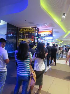 行列のできるフィリピンのチキン店の理由 - フィリピンでウェブ開発者ブログ