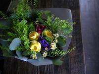お誕生日の女性への花束。「黄色と紫に、ピンクをポイントに」。白石区中央にお届け。2018/11/07。 - 札幌 花屋 meLL flowers