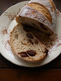 りんご酵母のカンパーニュ - パンとお菓子